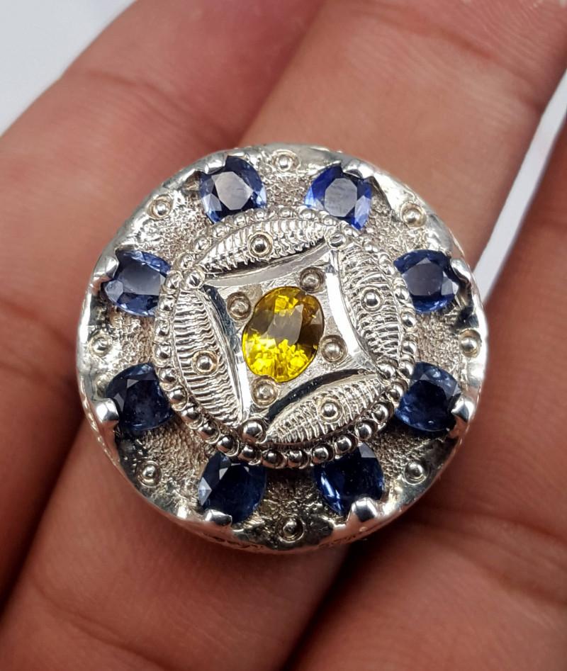Beautiful Natural Sapphire Ring.