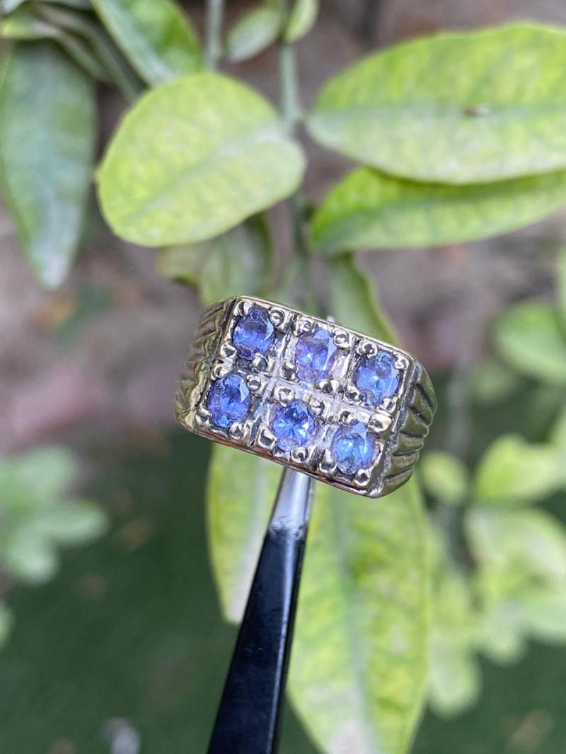 39 carat tanzanite hand made 925 silver ring. Ring size 10.