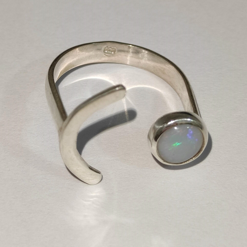 950 half moon silver ring with solid opal - round