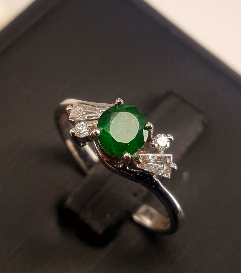 18k white gold Natural Emerald and Diamonds Ring.