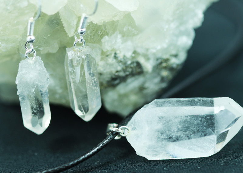 Six Raw Crystal Points 18pc Pendant and Earring BRACR-6