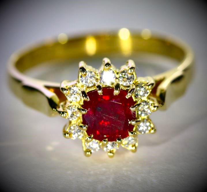 Ruby 1.09ct Natural Diamonds Solid 18K Yellow Gold Cocktail Ring