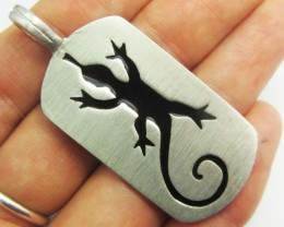 FREE SHIPPING QUALITY MADE PEWTER PENDANT  QT 597