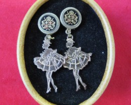HAND MAN GIFT BOX EARRINGS AGR 695
