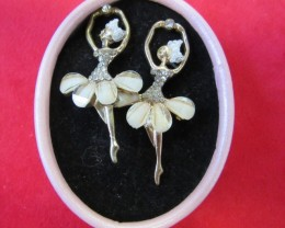 HAND MAN GIFT BOX EARRINGS agr698