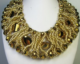 MASSIVE GOLDEN   STYLE  NECKLACE EARRING    QT 299