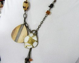 EARTHLY FASHION  STYLE  NECKLACE    QT 428