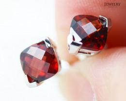 14 KW White Gold Garnet Earrings - 153 - E E3886 1600 GAR