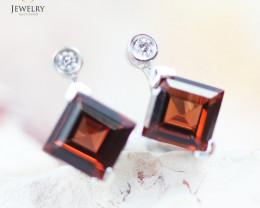 14 KW White Gold Garnet & Diamond Earrings - 138 - E E4557 1550 GARNET