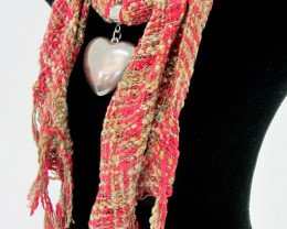 COUNTRY  SCARF WITH FOCAL MOTIF  HEART  QT 480