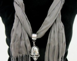 GREY SCARF WITH FOCAL MOTIF  SKULL  QT 482