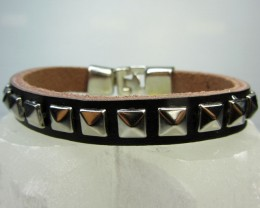 ONE BROWN  LEATHER/SQUARE  IN   BRACELETS QT525