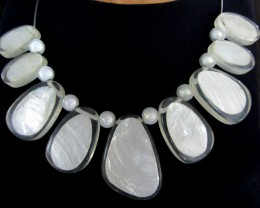UNIQUE WHITE SHELL STYLE  NECKLACE    QT118
