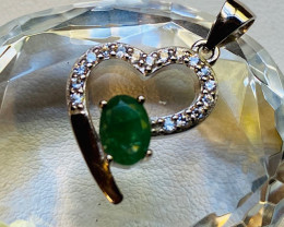 Natural Emerald heart shape silver pendant NA 352