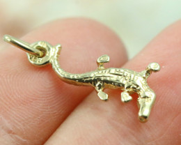 0.988 Grams  9 K Crocodile Gold Pendant [T34]