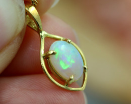 18k gold Aussie Crystal Opal Pendant  code T77