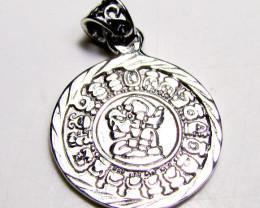 4.6 grams Silver Mayan calandar pendant and calandar   code  NA 512
