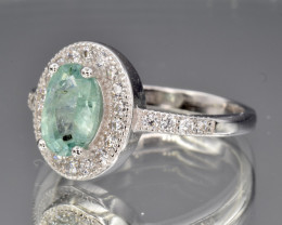 Emerald  in silver ring size M  code NA 580
