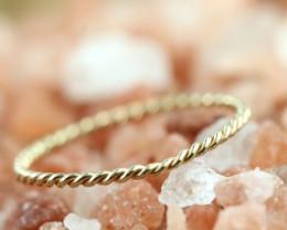 0.399 Grams 9 K Gold Pendant [T81]