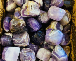 Amethyst  tumbled Stones ,  50  in display box  code  TUMAMETH