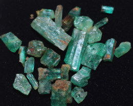 10 Cts parcel Emerald specimens CH 965
