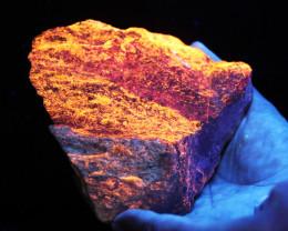 1.220 kilo Fluorescent Minerals -Svabite Sweden specimen MM 117