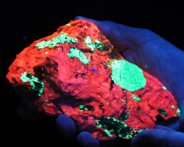 .933  kilo Fluorescent Minerals -Willemite & Calcite USA specimen MM 112