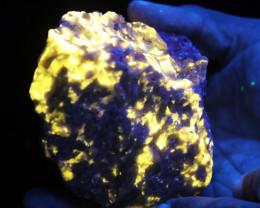 .909 kilo Fluorescent Minerals -Werenite canada  specimen MM 109