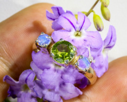 RING SIZE N  PERIDOT AND SOLID CRYSTAL SILVER RING-[SOJ6330]