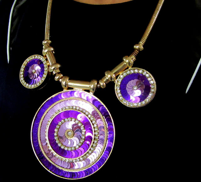 ROUND  SEQUINCE   DESIGN CREATIVE NECKLACE QT 124