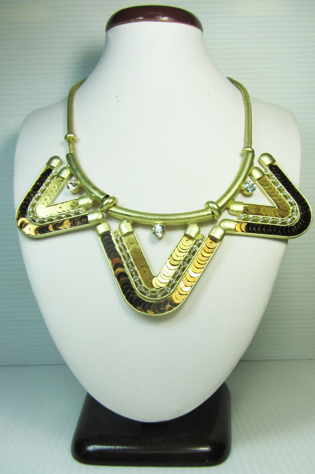 V SHAPE SEQUINCE   DESIGN CREATIVE NECKLACE QT 127