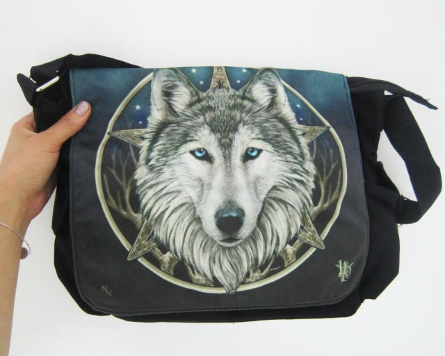 WILD ONE WOLF MESSENGER BAG LIS PARKER QT 554