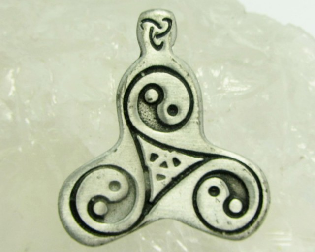 FREE SHIPPING QUALITY MADE PEWTER PENDANT  QT 574
