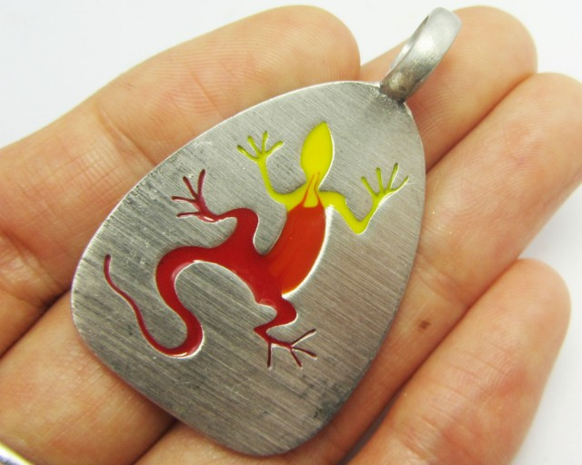 FREE SHIPPING QUALITY MADE PEWTER PENDANT  QT 585