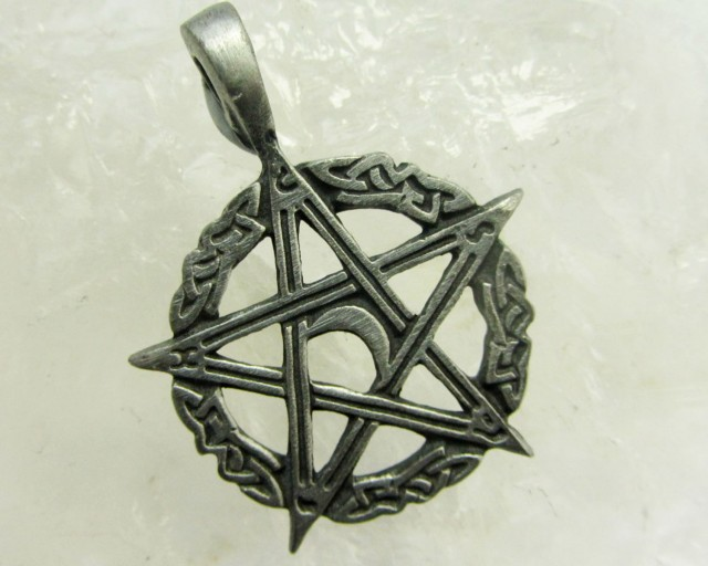 FREE SHIPPING QUALITY MADE PEWTER PENDANT  QT 588