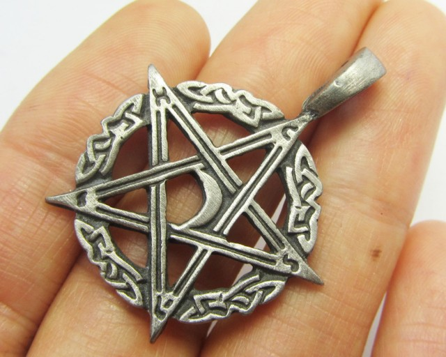 FREE SHIPPING QUALITY MADE PEWTER PENDANT  QT 589