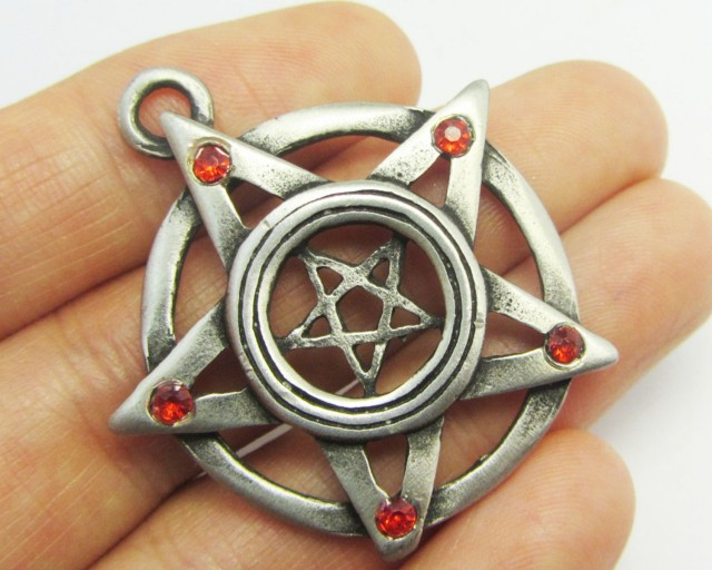 FREE SHIPPING QUALITY MADE PEWTER PENDANT  QT 591