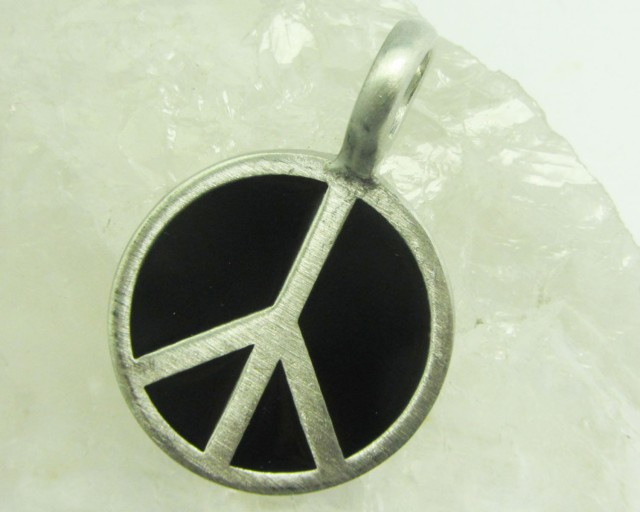FREE SHIPPING QUALITY MADE PEWTER PENDANT  QT 608