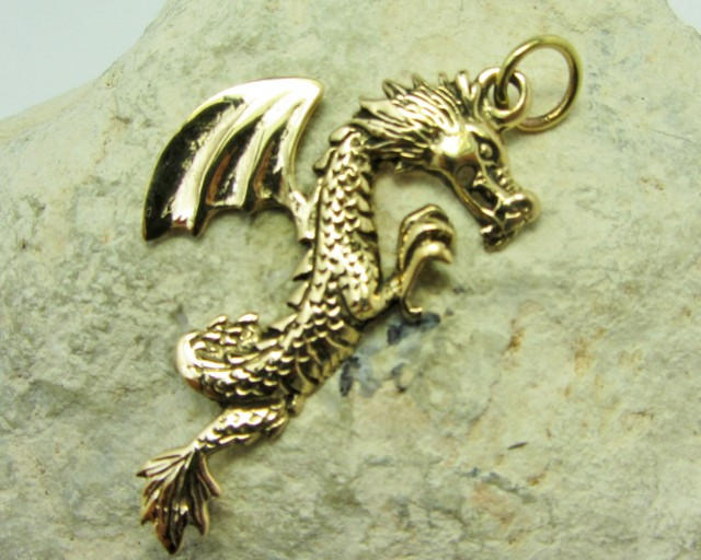 LEGENDS OF THE DRAGON PENDANT QT 659