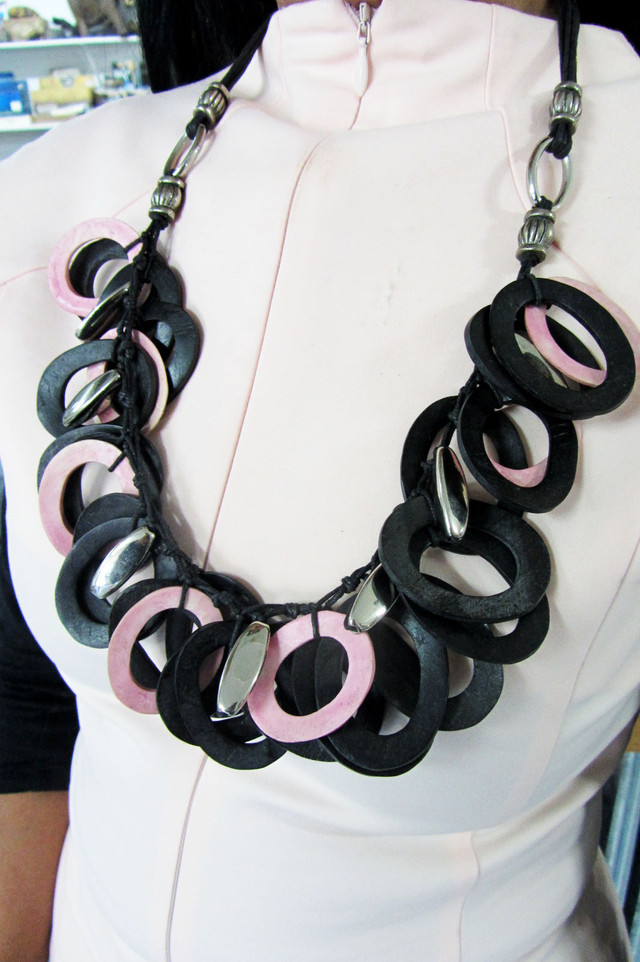 FASHION BLACK -PINK RINGS STYLE  NECKLACE   QT166
