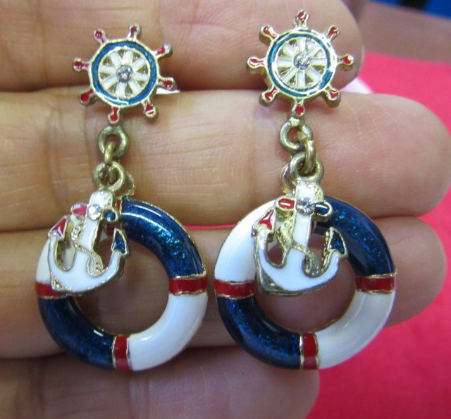 HAND MAN GIFT BOX EARRINGS AGR697