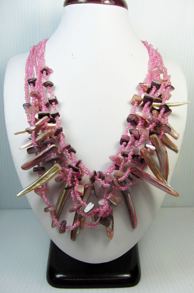 WILD PINK  PEARL SHELL   STYLE  NECKLACE    QT185