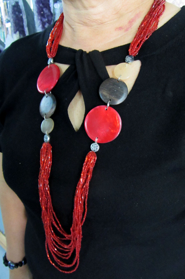 LONG RED FASHION     STYLE  NECKLACE    QT214