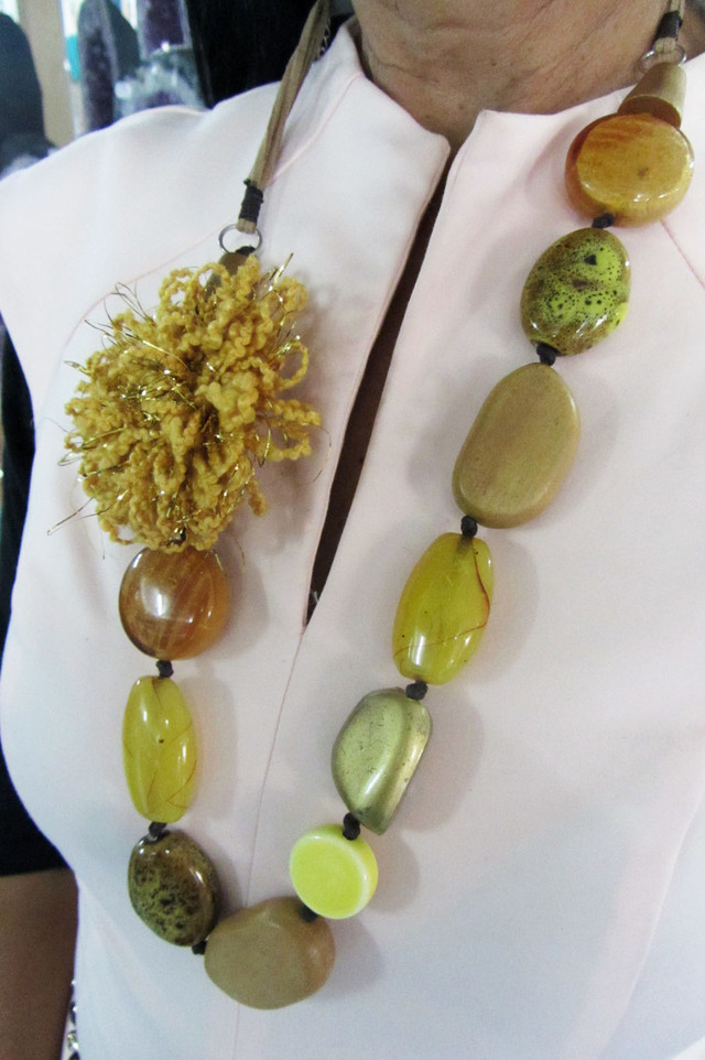 FASHION LONG EARTHLY   STYLE  NECKLACE    QT217