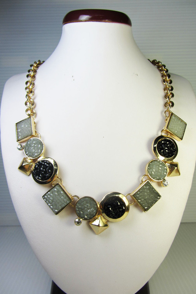 FASHION BLACK -GREY     STYLE  NECKLACE    QT234