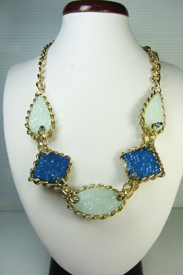 FASHION BLUE -GREYS     STYLE  NECKLACE    QT235