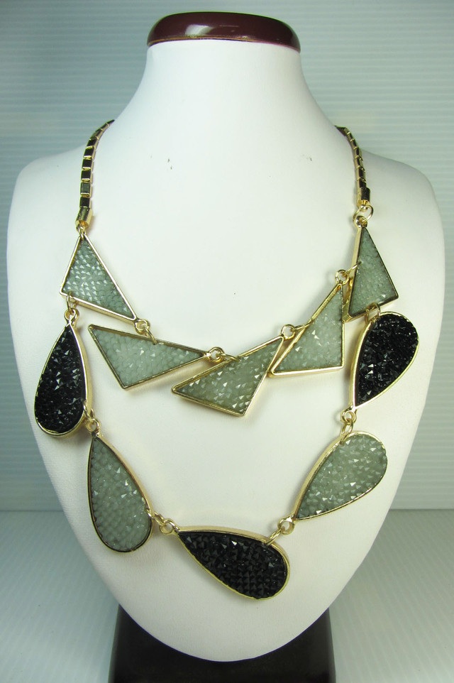 FASHION BLACK -GREY     STYLE  NECKLACE    QT236