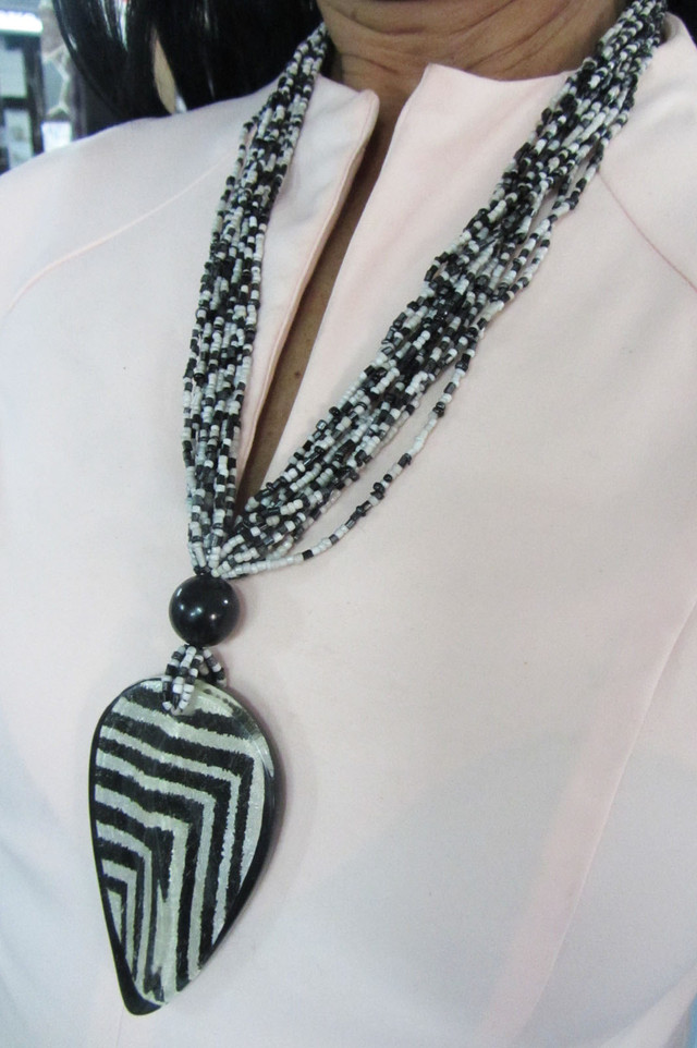 FASHION FOCAL ZEBRA    STYLE  NECKLACE    QT 255