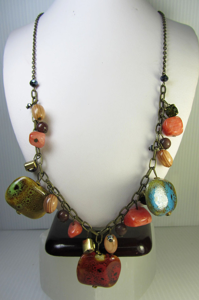 EARTHY BEAD FASHION  STYLE  NECKLACE    QT 311
