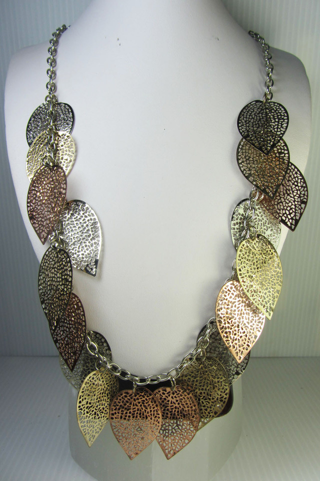 DRIED  LEAF  FASHION  STYLE  NECKLACE    QT 315